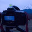明けゆく富士を撮ってるあたし。
